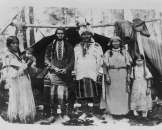 1902 photo Native American men, women, and childre