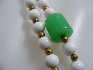 Vtg 40s 50s GREEN White GLASS Beaded Necklace Bakelite?