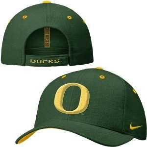 Nike Oregon Ducks Green Wool Classic II Hat: Sports