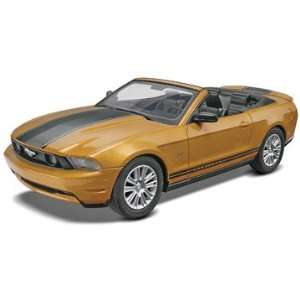 Revell 1/25 SnapTite 2010 Ford Mustang Convertible Car