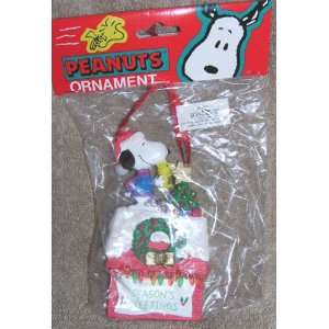 Peanuts Snoopy and Woodstock Decorating Christmas Tree on