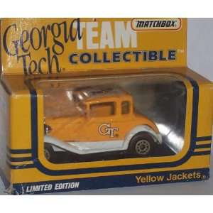 Diecast Car Collectible NCAA University 164 Scale Vintage Truck