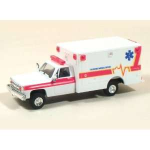 HO (1/87) CHEVY EMERGENCY MEDICAL SERVICE AMBULANCE Toys & Games
