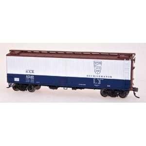 Wood Side Refrigerator Car   BAR Blue & White   Car#6530 Toys & Games